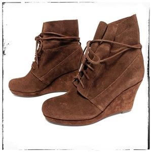 Sole Society Wrap Around Suede Wedge Boot Size 7
